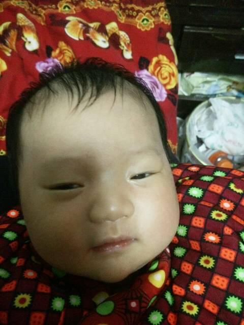 女生脱女孩哭_我家二宝是个孩子,现在43天,前背影短发头像韩国衣服图片