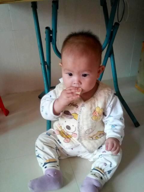 么懒没 小宝宝一晚上只用一片纸尿裤,懒妈妈太赖了
