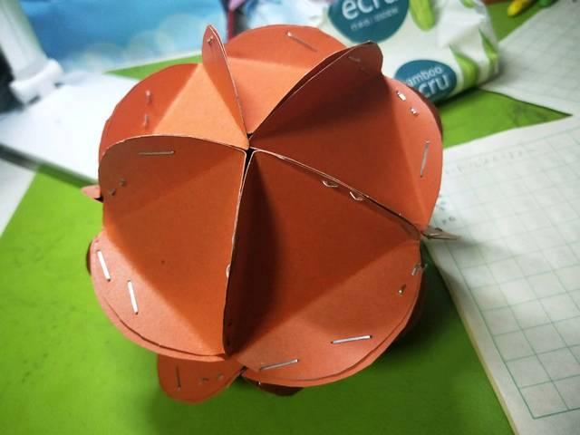 幼儿园要求做个绣球去参加三月三活动,和格格同学折腾了,就做成这个